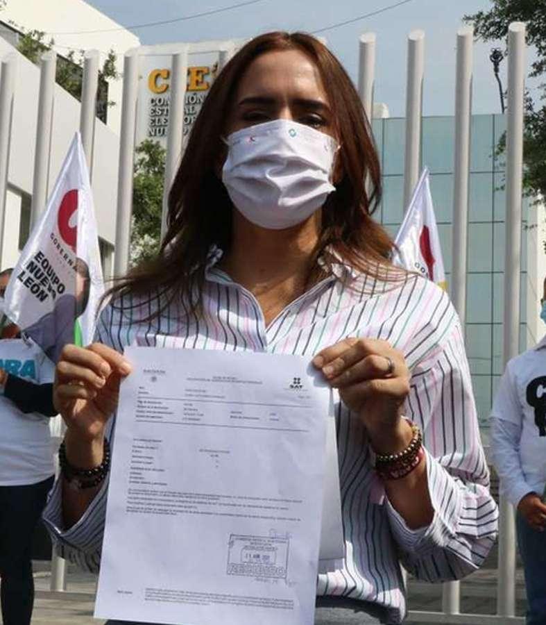 Presenta la candidata Clara Luz su declaración 3 de 3 y reta a sus contrincantes