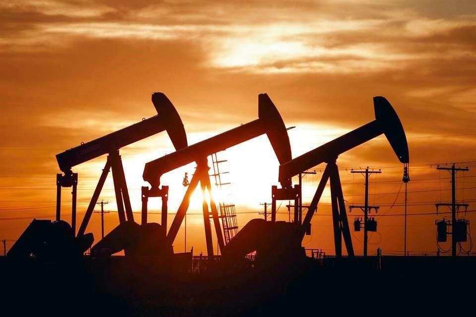 Petróleo sube ante optimismo sobre demanda en EU y Europa
