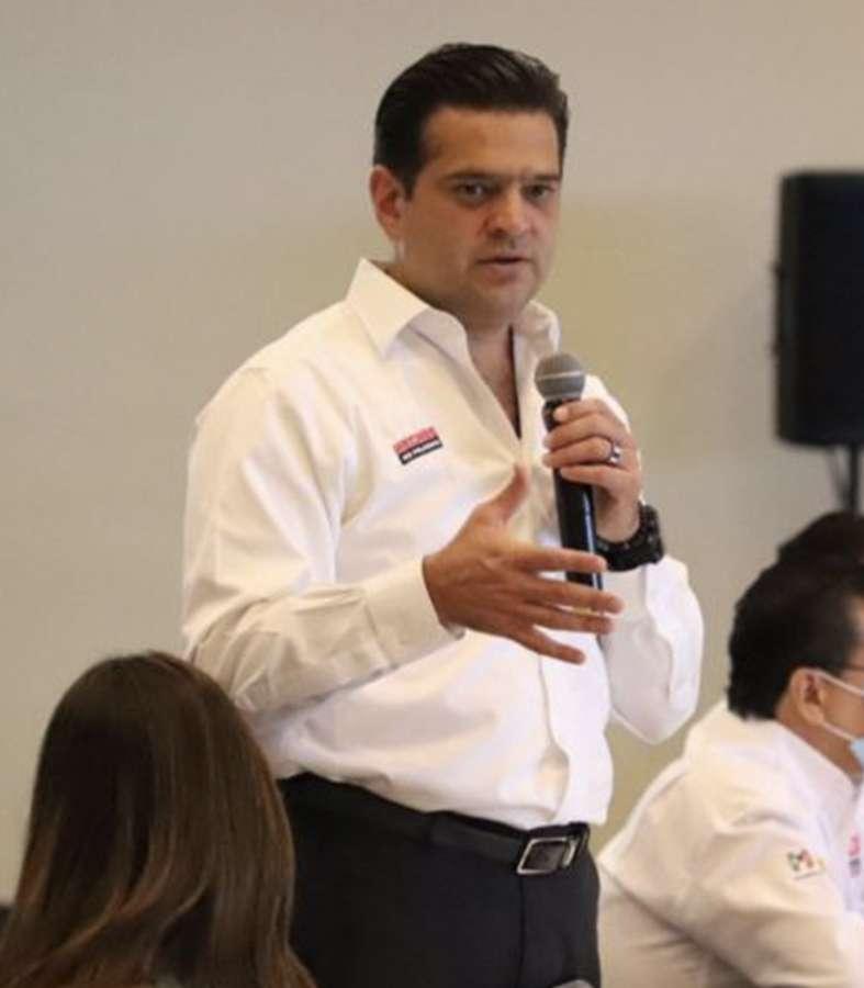 Aventaja Paco Cienfuegos en Monterrey