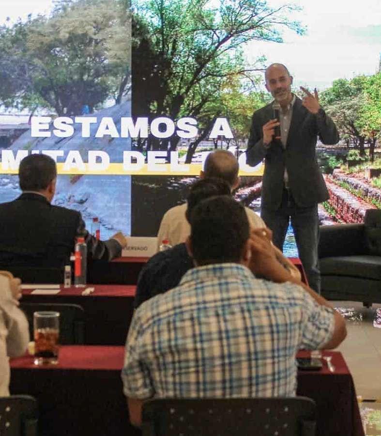 Miguel Treviño adelante en las encuestas para San Pedro.