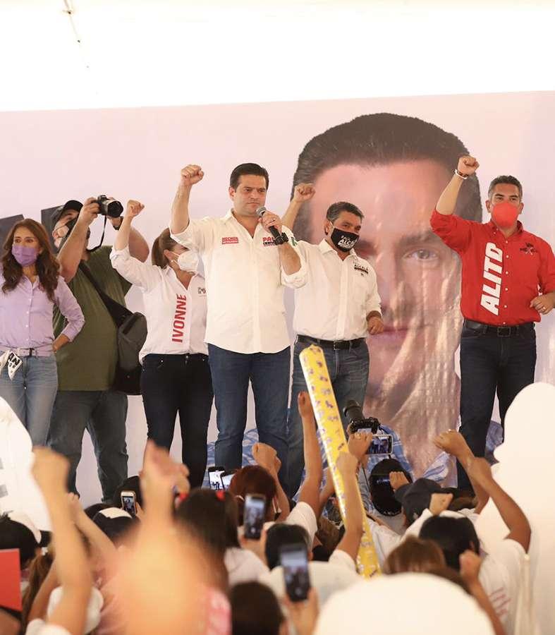 Cierra filas con priístas Francisco Cienfuegos.