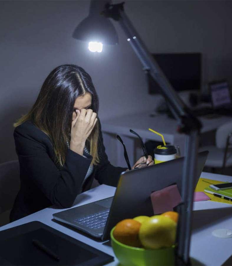 OMS y OIT afirman que trabajar más de 55 horas a la semana aumenta el riesgo de muerte