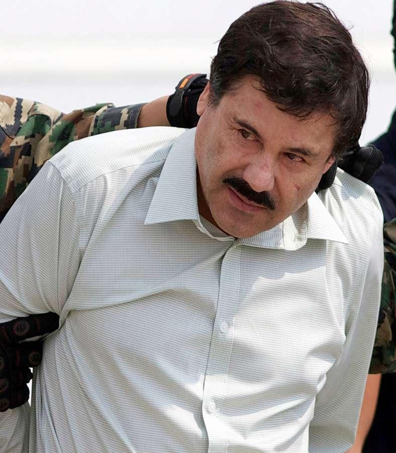 """En Mazatlán reparten despensas con imagen de """"El Chapo"""" Guzmán"""