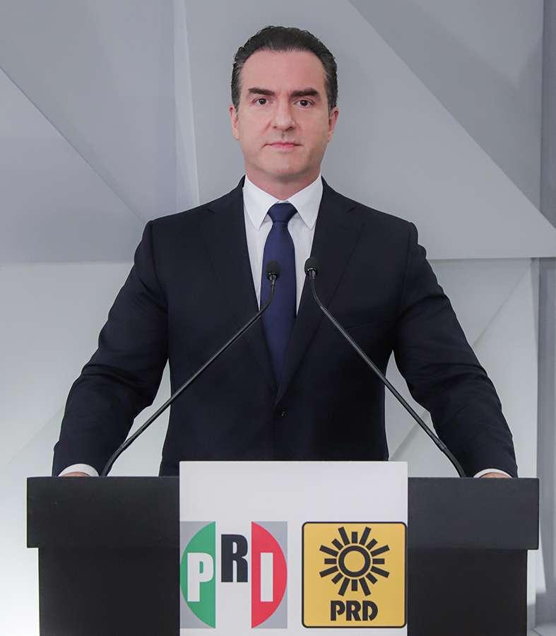 """""""Hay que tener gobiernos sensibles y de justicia social"""": Adrián de la Garza"""