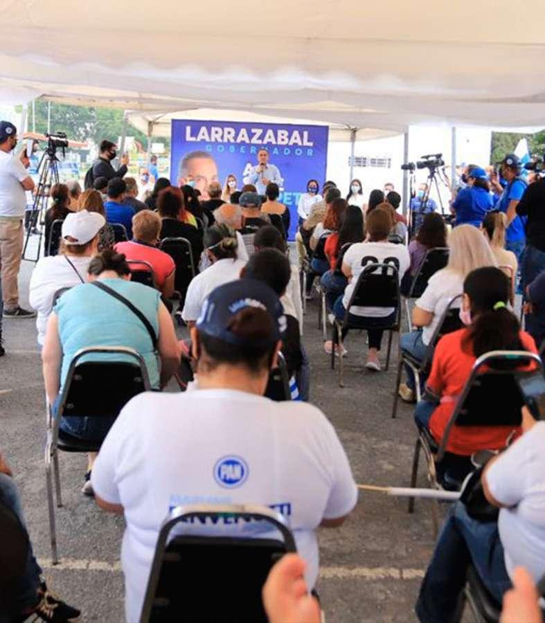 Fernando Larrazabal se compromete con los deportistas del Nuevo León.