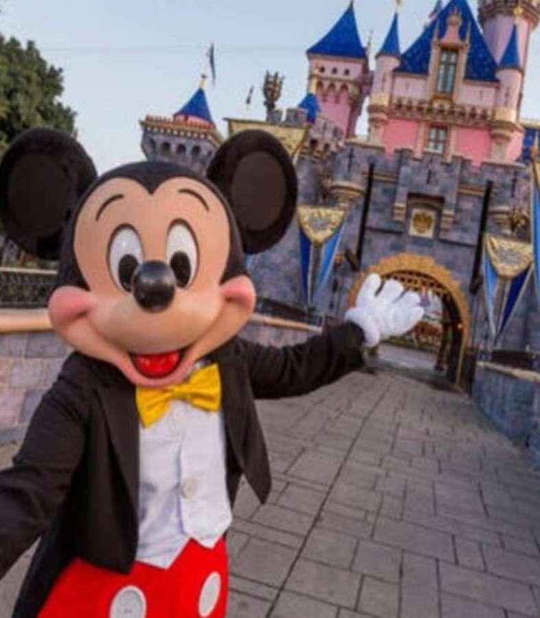 California regala boletos para ir a Disneyland tras reapertura por COVID-19